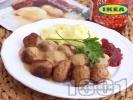 Рецепта Кюфтенца ИКЕА с гарнитура от картофено пюре, бял сметанов сос и сладко от червени боровинки